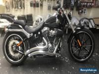 HARLEY DAVIDSON BREAKOUT ......10 / 2015 model ......Brand new 950ks